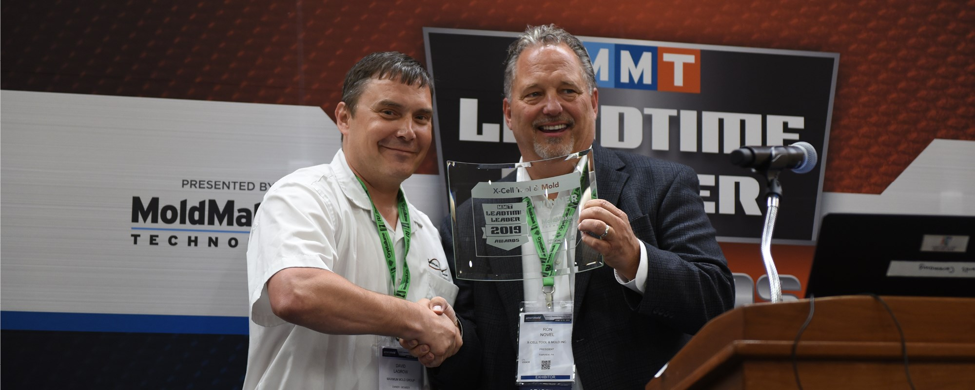 The former winner of the Leadtime Leader Award congratulating the new winner.