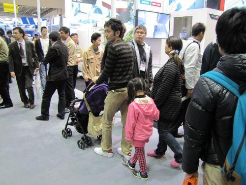 JIMTOF Japanese crowd