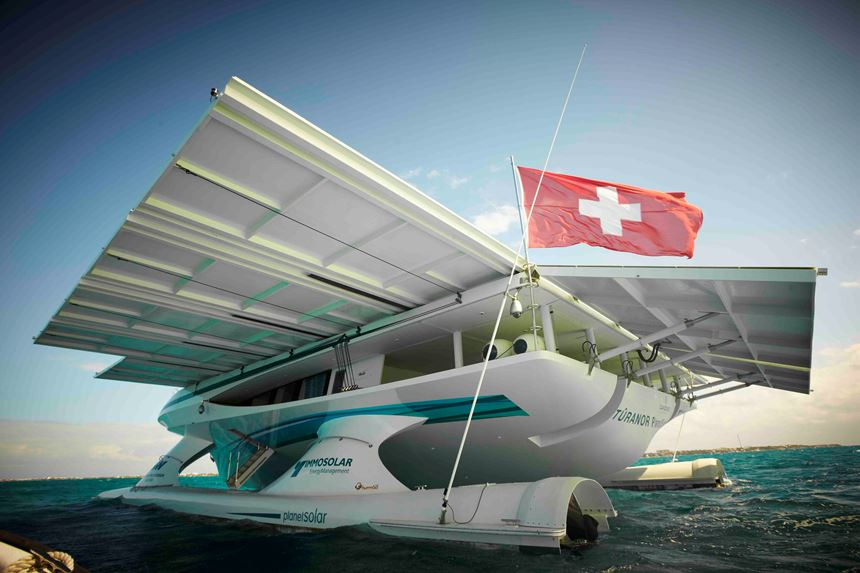 solar-powered Tûranor motoryacht