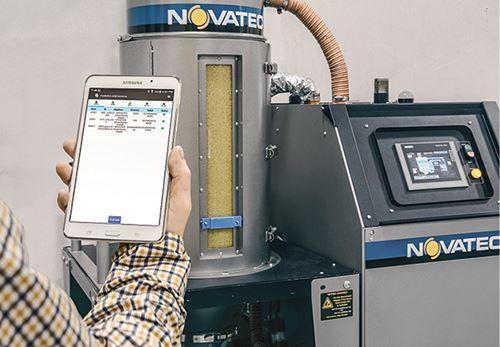 Sensor Prophecy Sensorlytics  (azul) se monta en la mirilla de un secador