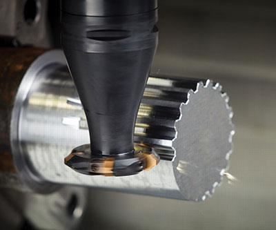 Milling with disc cutters fitted with indexable inserts