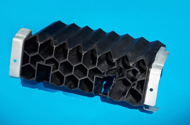 plastic/metal hybrid floor rocker reinforcement
