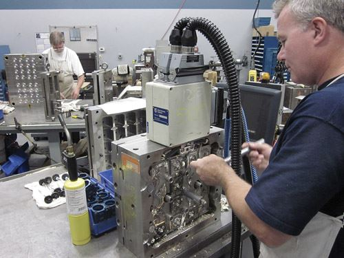 PM toolmaker servicing hot runner system
