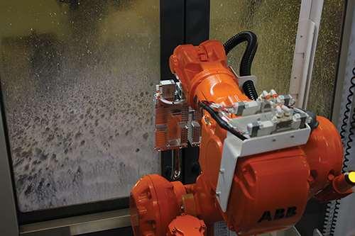 robot arm returns to shelf