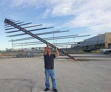 Antenna held up