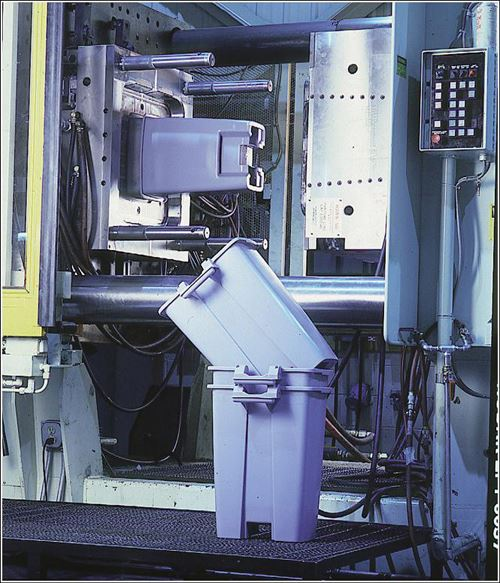 Capacity to manufacture multiple large mold programs concurrently