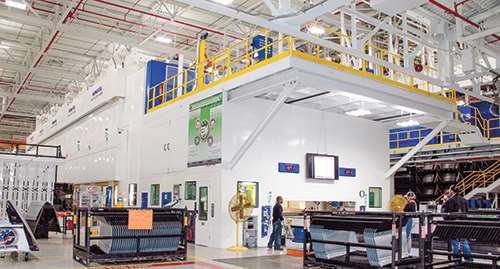 New Komatsu Servo Line in action at FCA's Warren Stamping. The plant stamps parts for vehicles including the Chrysler Pacific and 200, the Jeep Grand Cherokee and Cherokee, and light- and heavy-duty Ram trucks.