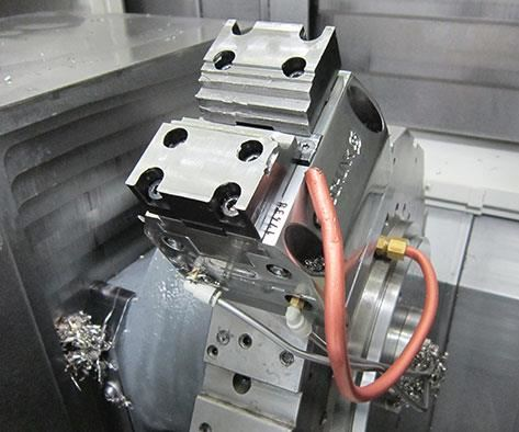 stepped jaws enable the clamp to grip workpieces of multiple widths