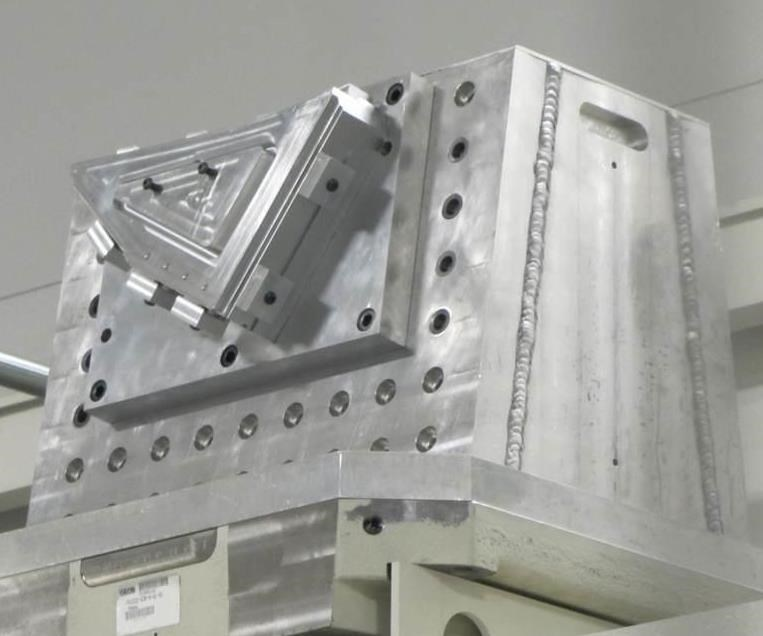 El sistema de fijación modular de GMW mejora la productividad y la eficacia de la celda.
