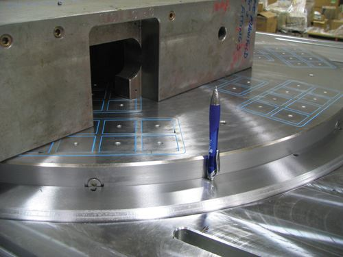 Magnetic chuck on gundrilling machine