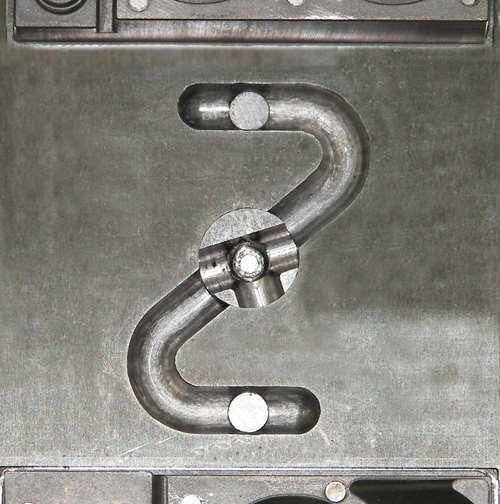 mold runner system
