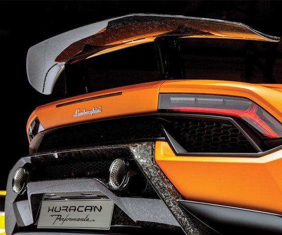 Aero critical to the performance of the Huracán Performante. Airflow both in the front and the back is channeled as directed by thecontrol system.