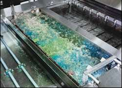 Air agitation in an ambient rinse tank