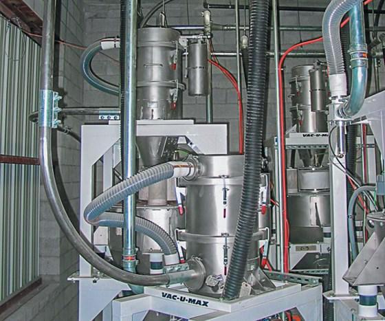 Continuous vacuum conveying system