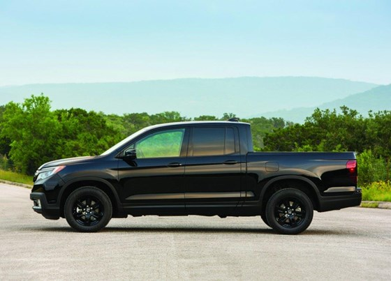 This time, the fact that the Honda Ridgeline is a pickup truck that is meant to compete with other midsize pickup trucks is unmistaken in terms of its exterior execution.