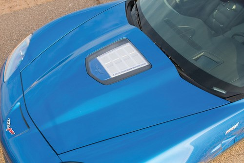 Corvette carbon hood - window