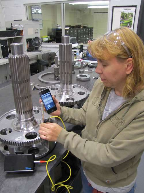 ITAMCO's Tracy Thomas demonstrates the iBlue