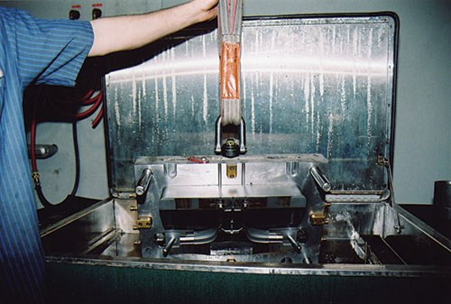 injection mold cleaning