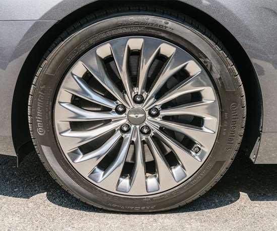 The G90 comes with 19-inch wheels that are actually designed and engineered to reduce noise in the 190 to 220-Hz range. The wheels are an assembly consisting of a disk and a rim. The rim has a friction-stir-welded hollow rim that creates a resonance chamber that helps reduce the sound energy created by friction heat. In addition to which, the design of the alloy wheels helps reduce vehicle weight by 7 pounds.