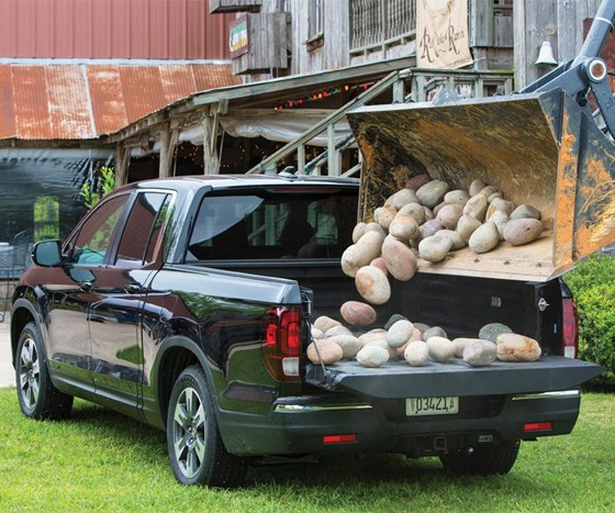 Through some clever structural engineering, the 2017 Honda Ridgeline has serious payload capacity for a midsize pickup, yet it also has ride and handling that are more characteristic of something like a midsize sedan.