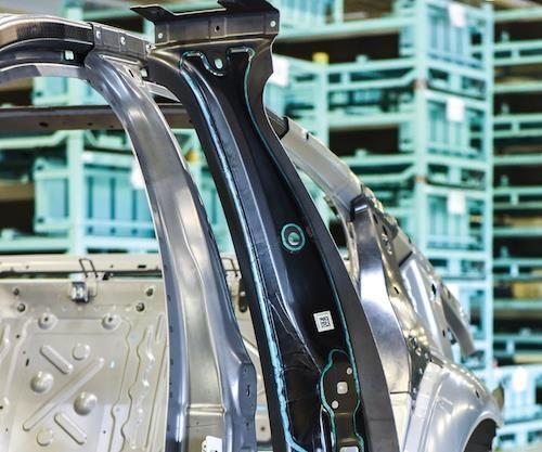 Hybrid CF/steel B-pillar
