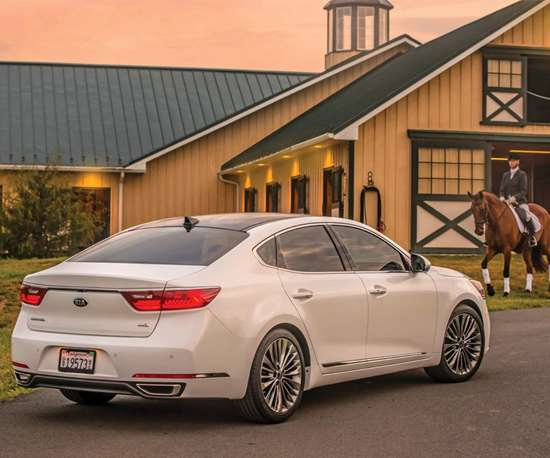 The Cadenza is 195.7-inches long, has a 112.4-inch wheelbase, and is 73.6 inches high and 57.9-inches wide.