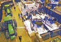 4400-ton Milacron coinjection press for large parts