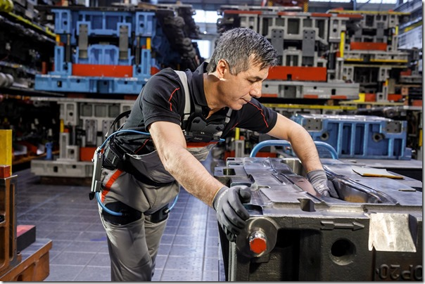 Audi production: working without backache with the exoskeleton