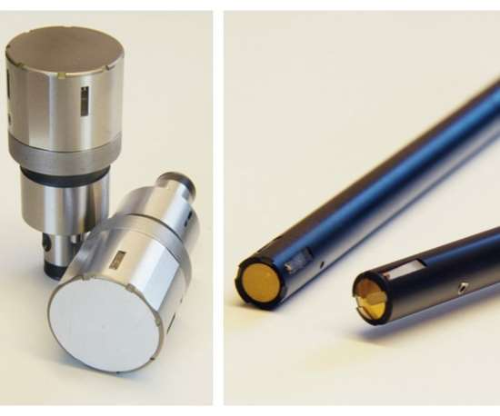 Hydraulic and pneumatic cross-hole deburring tools