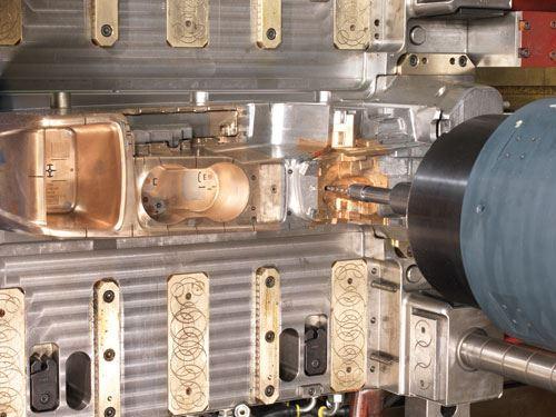 MCC2516-VG's rigid 12,000-rpm spindle