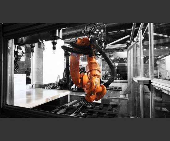 Kuka robot in Fastems system