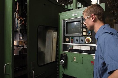 older Kingsbury machine at work