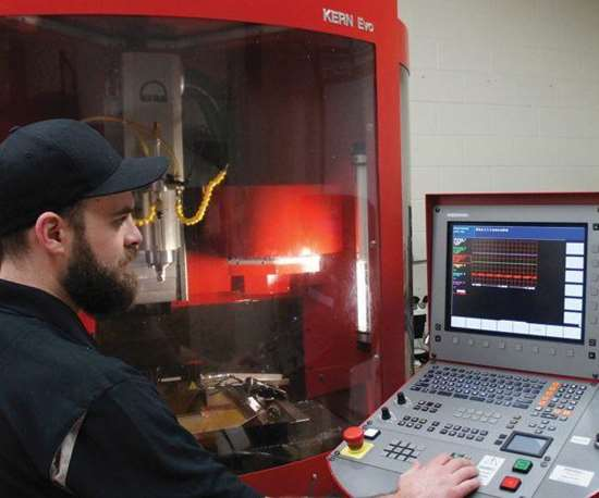 Andrew Sweeting, Integral Machining's production manager and the chief operator of the Kern Evo, demonstrates the Heidenhain CNC's oscilloscope.