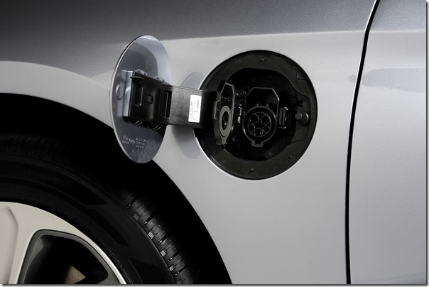 2016 Hyundai Sonata Plug-in Hybrid Electric Vehicle (PHEV), Plug-In Outlet