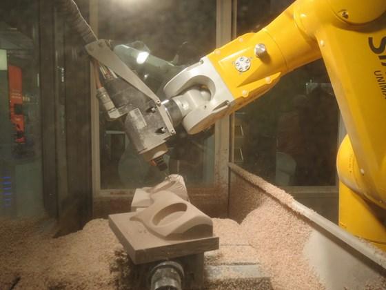 Stäubli Robotics showcased its HSM (high-speed machining) robot.