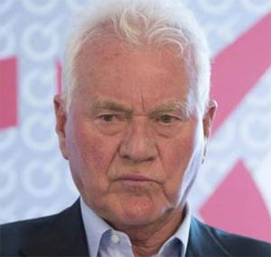 Magna Founder Stronach Claims Family Mismanaged Assets