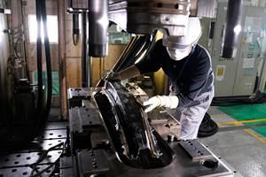 Nissan Speeds CFRP Process
