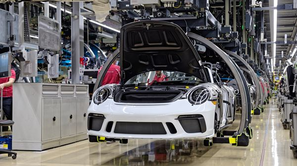 Flexible Production Facilitated by Porsche image
