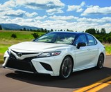 Yes, this is a production 2018 Toyota Camry. And yes, that's a two-tone car, which is also on offer for the car that has held the sales-volume crown in the U.S. market for 15 years running. (Sure, two-tones are not uncommon on low-volume vehicles, but a Camry?!)