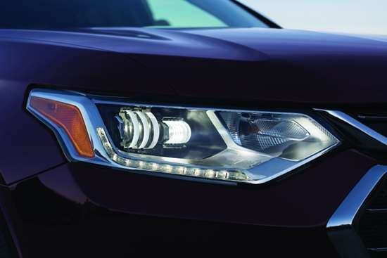 One of the features that Rich Scheer, exterior design director, calls out on the Traverse is the D-Optic LED headlamp, which is available on the Premier and High Country trim levels. The D-Optic, which was developed by supplier Magna, features a single-component lens rather than a multi-component optical system. Then energy-efficient LEDs are used for illumination.