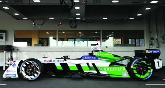 The e-tron FE04 that Audi is campaigning in the 2017 Formula E series. It developed the powertrain for this electric vehicle with Schaeffler. The maximum output of the motor during qualifying is 200 kW; it is 180 kW during the race. The transmission that has been developed for the car has one gear, whereas the previous one had three.