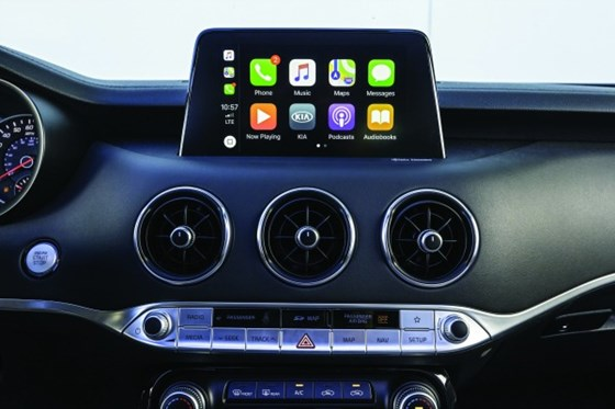 Three things to note here. Yes, there is the IP-mounted touchscreen. The Stinger has Apple CarPlay (and Android Auto). But look at the vents, carefully designed and engineered and using metal.