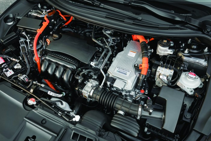 The Clarity Plug-In has a total system horsepower of 212 and torque of 232 lb-ft. There is a 103-hp 1.5-liter DOHC i-VTEC Atkinson-cycle in-line four-cylinder engine coupled to a starter/generator motor and a 181-horsepower AC synchronous traction motor.