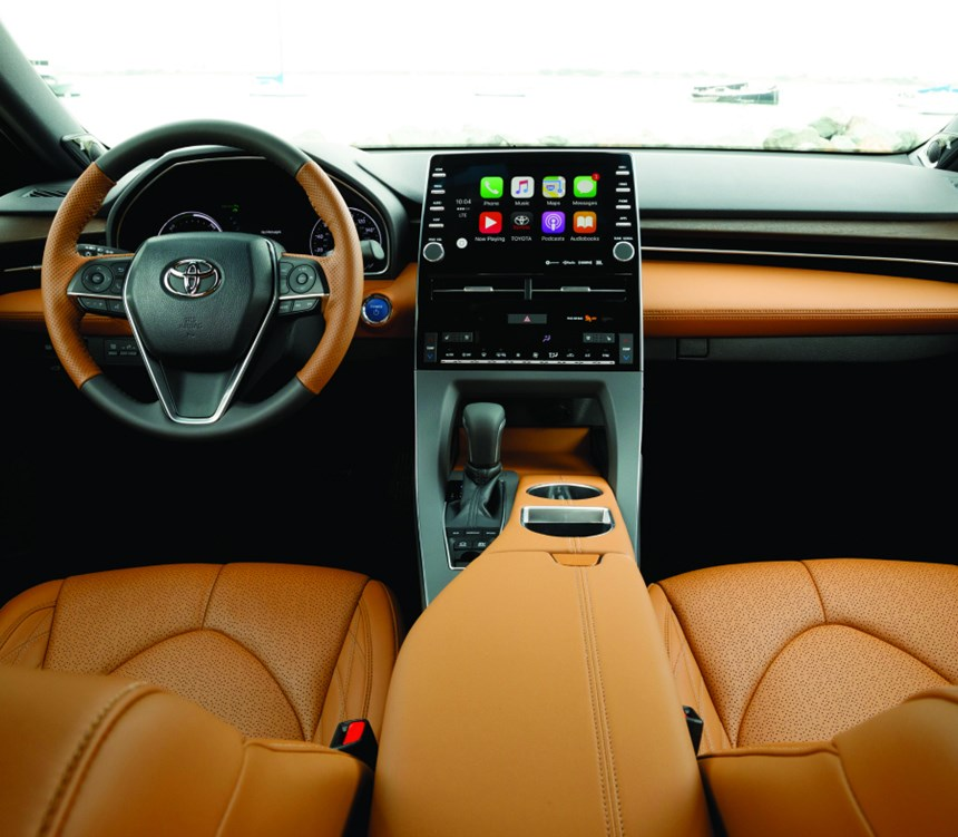 As is evident from the interior of this model—which happens to be a hybrid (yes, a hybrid)—there is a certain simplicity of executions as well as an abundance of top-notch materials. And for the keen-eyed among you: that is Apple CarPlay on that nine-inch screen in the center stack.