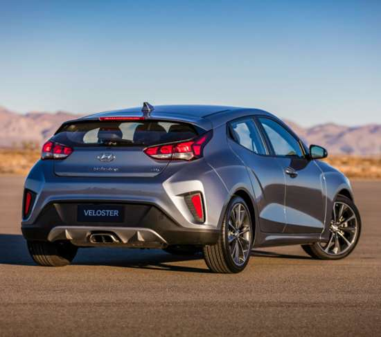 The fender forms of the 2019 Veloster are far more accentuated than is the case with the first-generation car.