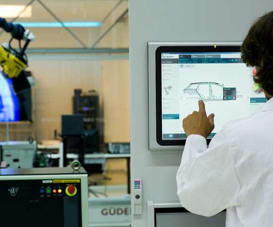 Hexagon CoreView Pro software displays measurement data points.