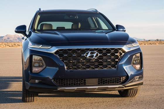The DRLs are connected by the chrome band on top of the chain-mail-inspired grille. The headlamps are in the lower portion. On the outside edges of each of the headlamps there's an air curtain.