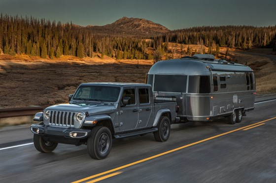 The Gladiator can be equipped to achieve a best-in-class trailer towing capacity of 7,650 pounds.