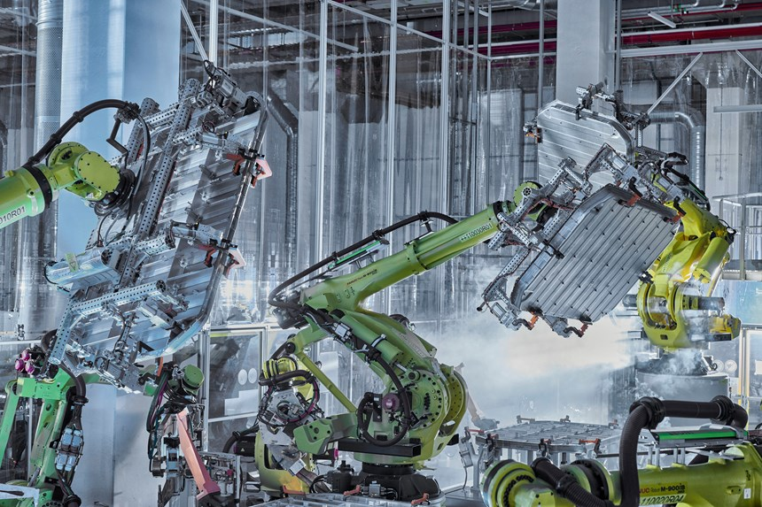 Producing the lithium-ion battery pack for the Audi e-tron
