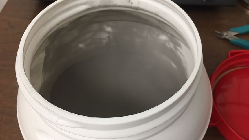 Metal powder container